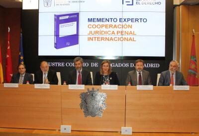 Carlos Lesmes, en el centro de la imagen, durante la presentación del Memento Experto Cooperación Penal Internacional