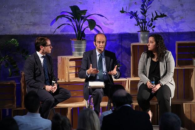 hola De izq a dcha Joaquín Muñóz. José Luis Piñar y Katina Otero